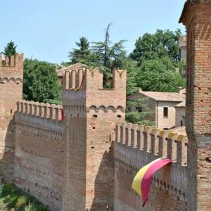 Castello di Gradara Pesaro Ascoli Piceno in bus g.t.